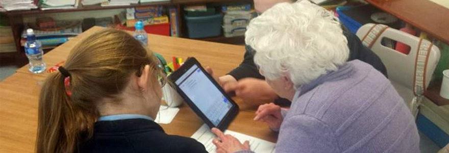Simple help to get older people online